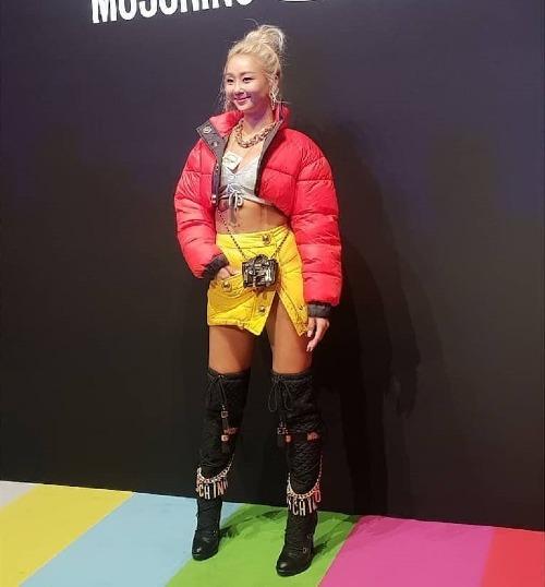 Cựu thành viên Sistar Hyo Rin xuất hiện trong trang phục có sắc màuấn tượng.