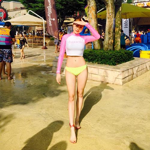 7 nữ idol có đôi chân đẹp, gây tranh cãi vì những hình thể siêu gầy - page 2 - 5