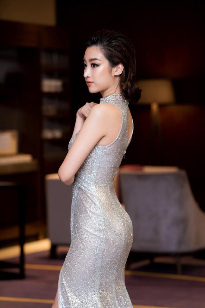 <p> Thiết kế được may riêng để vừa vặn với vóc dáng của người đẹp Hà thành.</p>