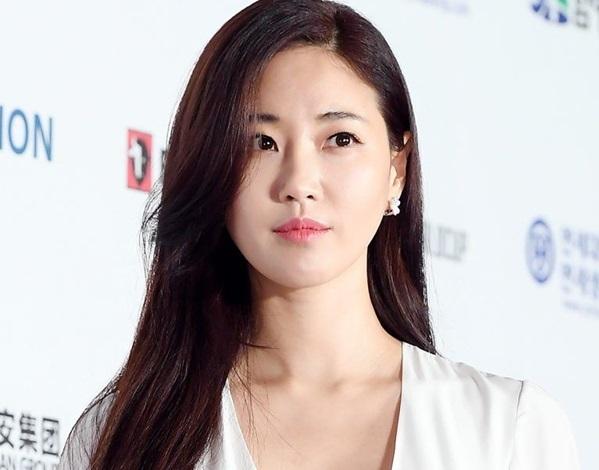 Nhiều người tỏ ra bất ngờ bởi nhữngtấm hình nàykhông được hoàn mỹ như nhan sắc hiện tạicủa nữ diễn viên xinh đẹp.