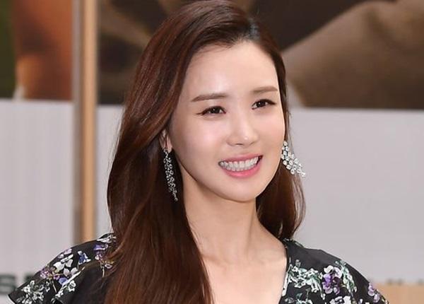 Dung mạo của cô ngày càng hoàn thiện dần nhờ thẩm mỹ. Sau công cuộc dao kéo thành công, Lee Da Hae đã đạt tới đỉnh cao nhan sắc.