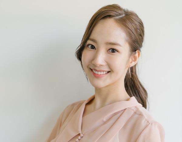 Phải công nhận rằng dù là người đẹp dao kéo nhưng các đường nét trên khuôn mặt Park Min Young rất tự nhiên.