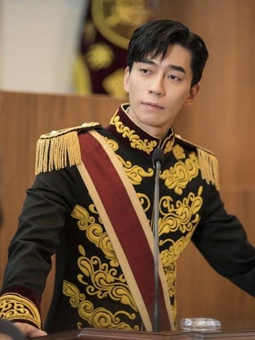 Shin Sung Rok đóng vai hoàng đế.