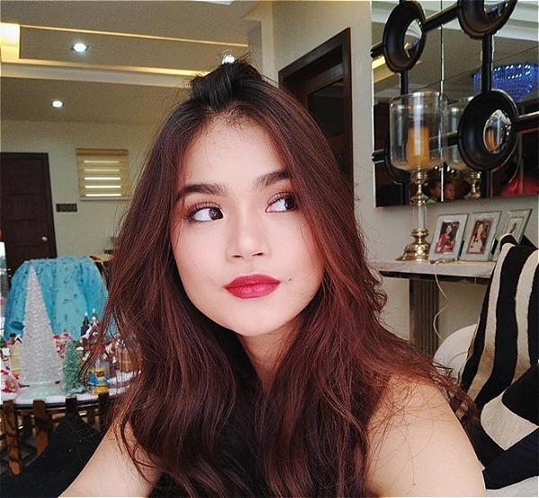 Một hot girl khác nổi đình đám ở Philippines là Maris Racal. Cô nàng hot blogger sở hữu 2,7 triệu lượt theo dõi trên Instgram. Với việc thực hiện các video hướng dẫn trang điểm, chăm sóc da và chia sẻ bí quyết làm đẹp, Maris được rất nhiều người ngưỡng mộ.