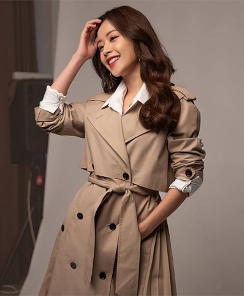Chi Pu hớp hồn fan với diện mạo đầy xinh đẹp, sang chảnh trong một buổi chụp hình cho tạp chí Hàn Quốc.