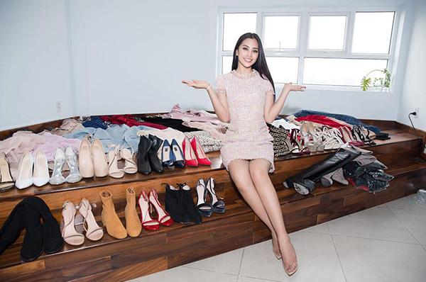 Trần Tiểu Vy mang theo hành trang là hàng loạt quần áo và hơn 20 đôi giày để đi thi Miss World.