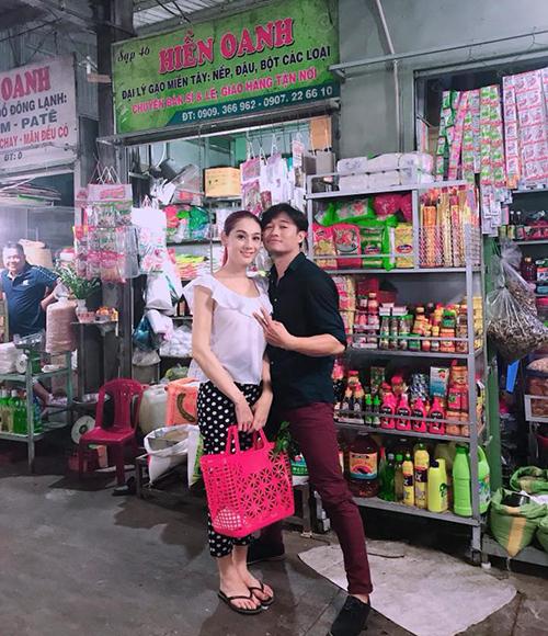 Lâm Khánh Chi khoe tạo hình quê kiểng trong MV mới.