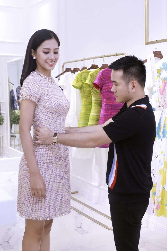 <p> Đêm chung kết, Tiểu Vy sẽ diện một thiết kế mới nhất của Lê Thanh Hoà để tôn nét nữ tính và sắc vóc.</p>