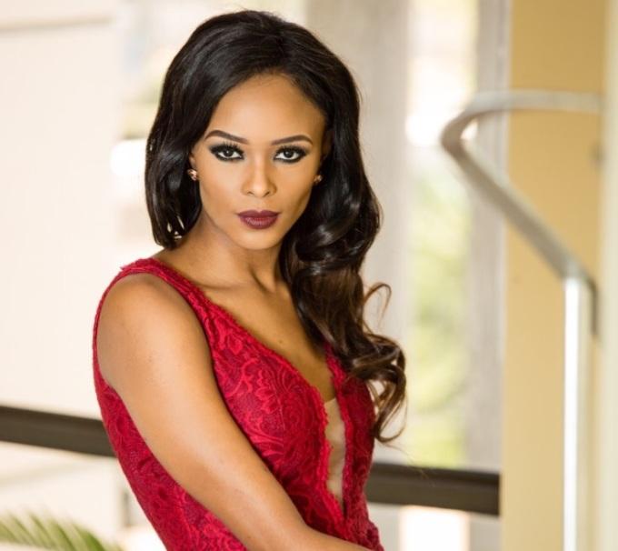 <p> Chưa có bất kỳ đại diện châu Phi nào đăng quang tại Hoa hậu Quốc tế vàReabetswe Sechoaro - đại diện Nam Phi được fan hâm mộ nhan sắc kỳ vọng sẽ làm nên kỳ tích tại một trong năm đấu trường nhan sắc hấp dẫn nhất hành tinh. Mỹ nhân 24 tuổi cao 1,76m. Cô từng giành chiến thắng tại cuộc thi Siêu mẫu Thế giới 2012.</p>