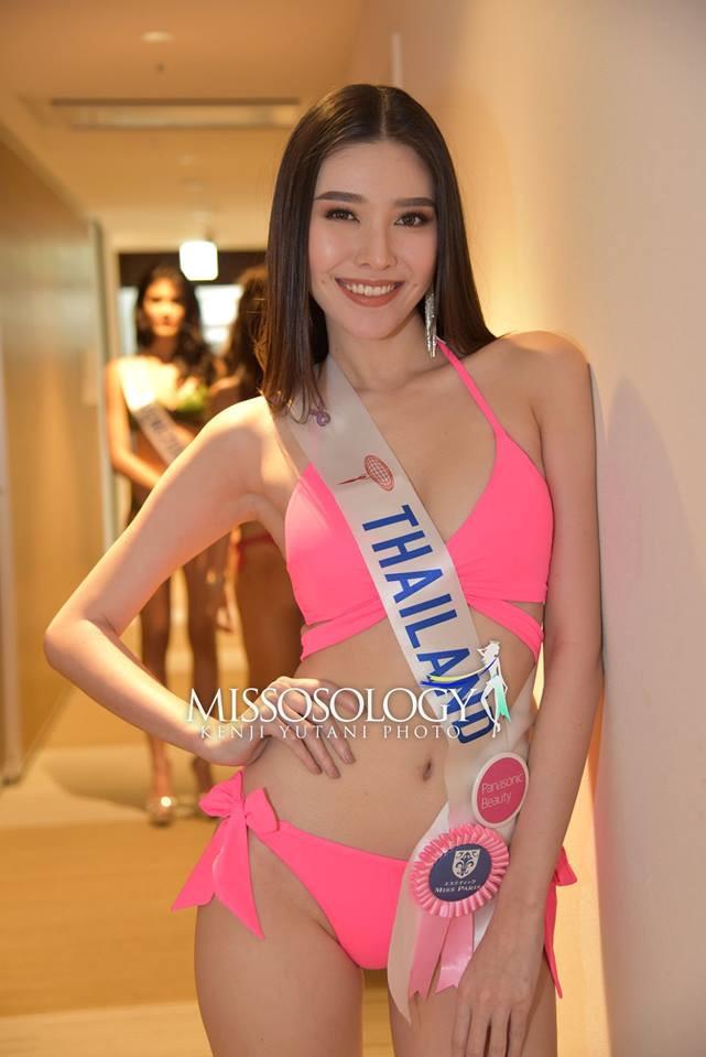 <p> Đại diện Thái Lan - Keeratiga Jaruratjamon sở hữu má lúm đồng tiền duyên dáng. Người đẹp 23 tuổi hy vọng mang về vương miện Hoa hậu Quốc tế đầu tiên cho quê nhà.</p>