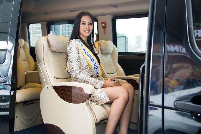 <p> Chiều 9/11, Hoa hậu Trần Tiểu Vy chính thức lên đường sang Trung Quốc tham dự Miss World 2018. Cô có gần 2 tháng để tập trung, chuẩn bị hành trang từ sau khi đội vương miện Hoa hậu Việt Nam 2018.</p>