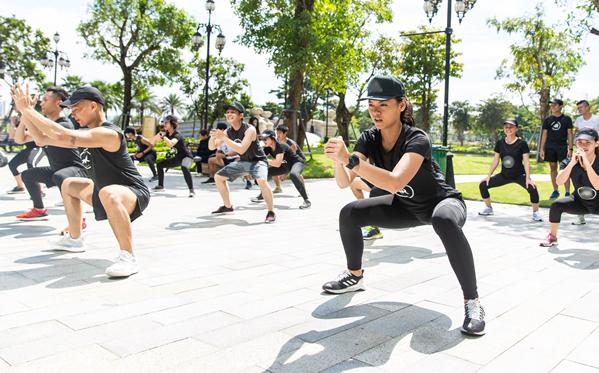 Tham gia vào cộng đồng chạy bộ này còn có Mai Ngô.