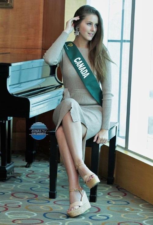 Đại diện Canada bỏ về nước sau hai tuần tham dự Miss Earth 2018.