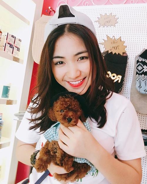 Hòa Minzy dành tình yêu lớn cho động vật. Cô nàng nuôi rất nhiều chú chó cưng.