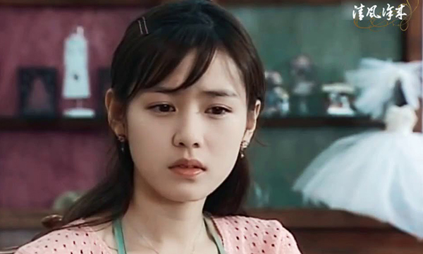 Cũng trong năm đó, Son Ye Jin tiếp tục gây ấn tượng mạnh mẽ với Hương mùa hè. Nếu như Song Hye Kyo nhờ Trái tim mùa thu mà trở nên nổi tiếng thì Son Ye Jin cũng bứt phá ngoạn mục, trở thành gương mặt cả châu Á biết đến sau Hương mùa hè. Cô tiếp tục đốn tim khán giả bằng vẻ đẹp trong sáng, thuần khiết.