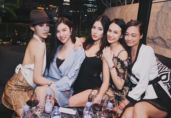 Hội bạn thân toàn hot girl hiếm thấy ở Vbiz - 2