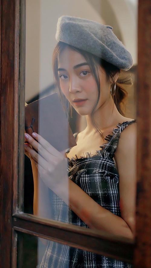 Vẻ đẹp bạn thân giật bồ Hương Giang trong MV triệu view - 9