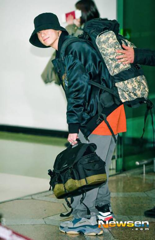 Yoon Ah tự tin khoe chân, Jung Kook gây khó hiểu với trang phục sân bay - page 2 - 5