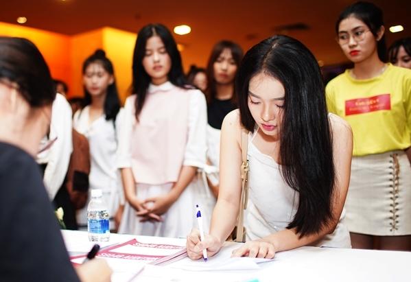 Sau vòng thi thể hiện khả năng vũ đạo, các thí sinh sẽ khoe giọng trước hội đồng giam khảo. Họ sẽ có gần một phút để thể hiện tài năng và ứng xử. Takeshi Kise - giảng viên vũ đạo của AKB48 và các nhóm chị em ở các quốc gia khác như BNK48 (Thái Lan), SNH48 (Trung Quốc) đã có buổi tập luyện cho top 120 trước đó. Nhận xét về khả năng vũ đạo của các thí sinh SGO48, thầy Takeshi nói: Các thí sinh SGO48 cũng giống như AKB48 hay BKN48 - khi mới bắt đầu học những động tác cơ bản chúng ta không thể đánh giá được toàn bộ thực lực. Một bạn hiện tại không giỏi nhảy nhưng sau quá trình khổ luyện chắc chắn khả năng vũ đạo của bạn ấy sẽ tiến bộ lên rất nhiều. Nếu các bạn may mắn được lựa chọn trở thành thành viên của SGO48, tôi tin rằng các bạn sẽ trở nên hoàn thiện hơn cả về kĩ năng lẫn ngoại hình.