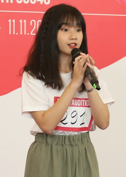 Tỷ lệ chọi để vào được nhóm nhạc thần tượng AKB48 phiên bản Việt là 1/235.