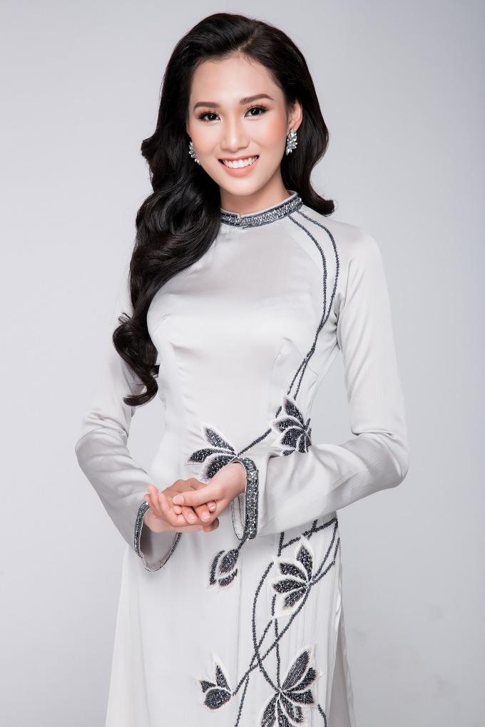 <p> Tạ Phương Hiền đến từ Hải Phòng, cái nôi sản sinh nhiều Hoa hậu như Thu Ngân, Phạm Hương...</p>