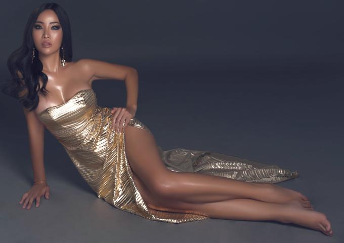 """<p> Sau khi thất bại ở The Face, Kiko Chan tiếp tục tìm kiếm cơ hội tỏa sáng ở Hoa hậu Bản sắc Việt toàn cầu 2018. """"Tình cũ Kim Lý"""" sinh năm 1990, là cựu tiếp viên hàng không. Cô từng giành giải Á hậu trong một cuộc thi nhan sắc nhỏ tại Singapore.</p>"""