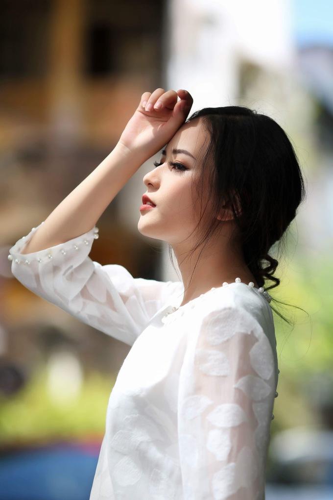 <p> Tuy chưa từng có kinh nghiệm thi thố sắc đẹp nhưng Thùy Dung lại sở hữu gương mặt thanh tú, vẻ đẹp dịu dàng.</p>