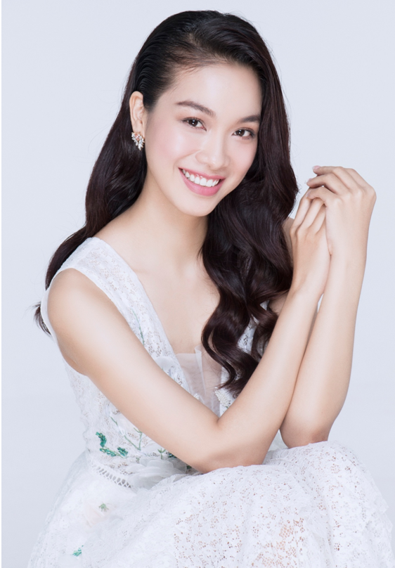 <p> Cùng với Kiko Chan, BTC Hoa hậu Bản sắc Việt toàn cầu cũng giới thiệu những thí sinh tiềm năng khác đăng ký cuộc thi. Võ Thùy Dung không phải là gương mặt xa lạ với khán giả. Cô được nhiều người biết đến khi tham gia The Face, The Look 2017.</p>
