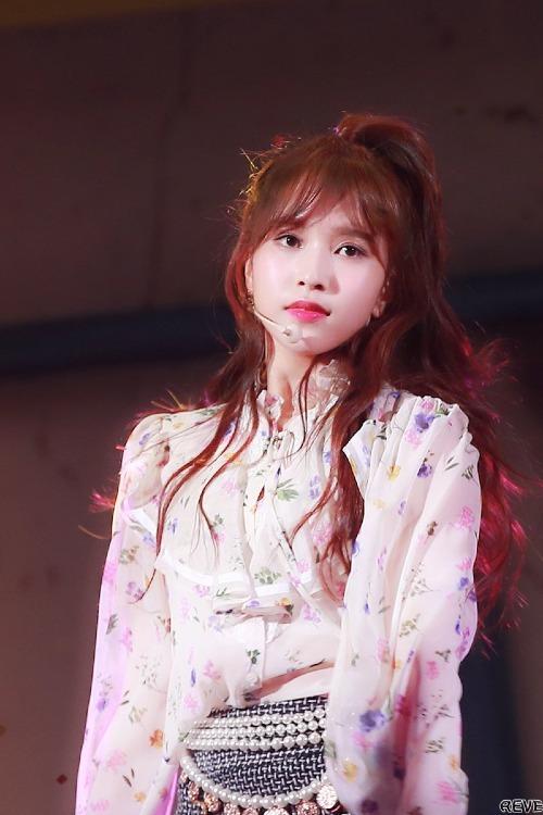 Nhiều fan khen ngợi kiểu tóc và màu tóc mới của Mina chính là vũ khí bí mật giúp cô nàng đạt tới đỉnh cao nhan sắc thời gian này.
