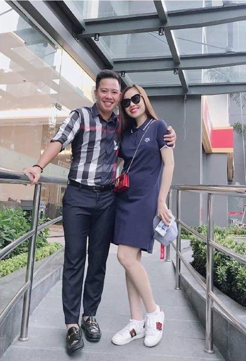 Vòng hai lớn bất thường của Giang Hồng Ngọc khi chụp hình cùng bạn trai.