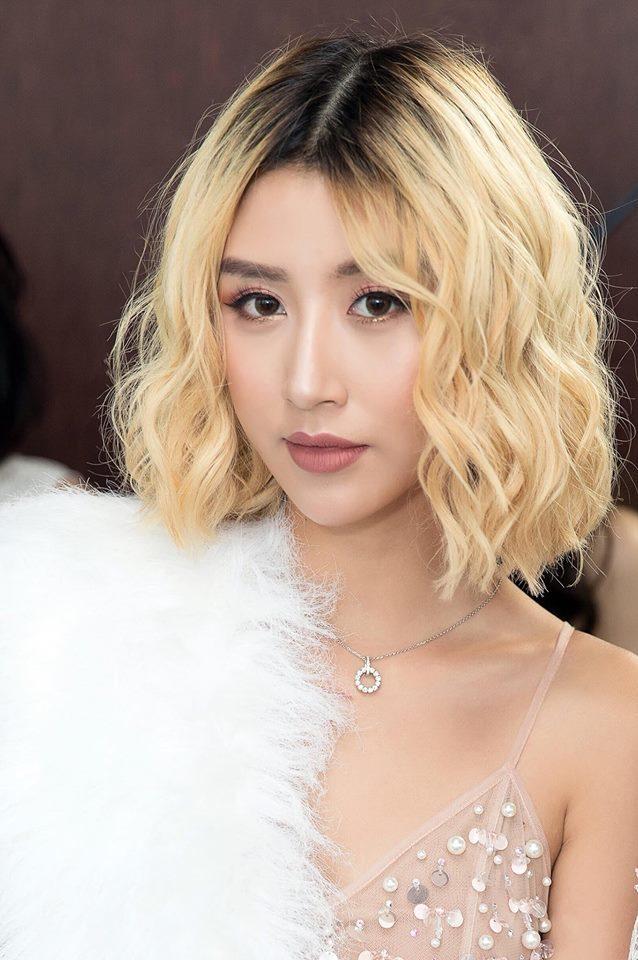 <p> Dù là để tóc bạch kim ép thẳng hay xoăn sóng, Quỳnh Anh Shyn trông đều quyến rũ.</p>