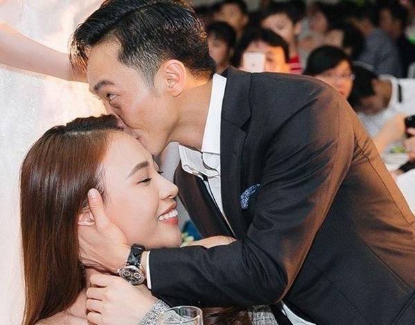 Cường Đô La, sinh năm 1982, từng vướng tin đồn hẹn hò với không ít người đẹp showbiz Việt. Anh có chuyện tình gây ồn ào nhất với Hồ Ngọc Hà. Cả hai có con chung là bé Subeo nhưng đã chia tay năm 2016 trước khi đến với Đàm Thu Trang.