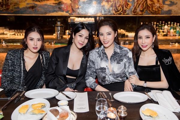 Hot girl Hà Lade, Hoa hậu Lam Cúc diện đồ động điệu đến chúc mừng Kỳ Duyên.