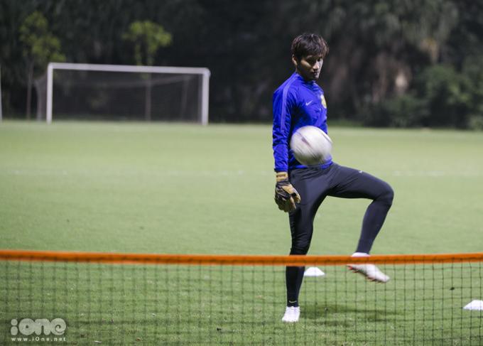 """<p> Một trong những bài tập """"độc"""" của HLV Tan Cheng Hoe là Football - tennis, một bài tập điển hình của bóng đá hiện đại, phải khống chế bóng trong 2 chạm và chuyền thật khó sang sân của đối phương.</p>"""