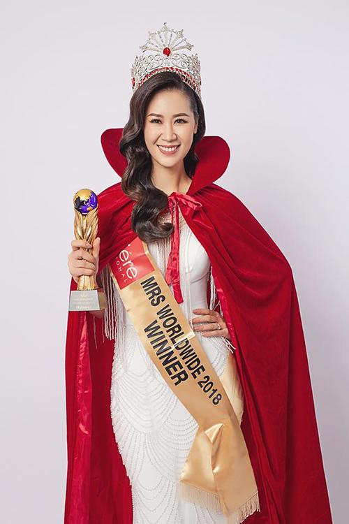 Mrs Worldwide 2018 (Hoa hậu Phụ nữ Toàn thế giới 2018) diễn ra tại Singapore vào tối 24/6, Dương Thùy Linh đã vượt qua 24 thí sinh khác để giành vương miện cao nhất. Cô còn đoạt thêm hai giải phụ: People Choice và Special Queen Awards. Đây là lần đầu tiên Việt Nam có đại diện tham gia đấu trường nhan sắc này nhưng đã bất ngờ giành chiến thắng