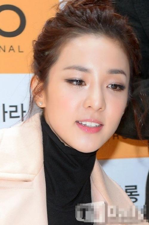Một số ngôi sao khác cũng được netizen nhắc tới trong danh sách này như cựu thành viên 2NE1 Sandara...