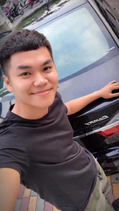 Nhân dịp sinh nhật Trung Kiên, diễn viên Lê Phương đã tặng chồng chiếc xe Camry có giáhơn 1 tỷ đồng.