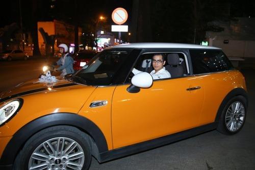 Tháng 8 vừa qua, nhân dịp sinh nhật bà xã Ngọc Lan, diễn viên Thanh Bình đã mua tặng vợ chiếc xe gam màu cam trẻ trung có giá hơn 1,6 tỷ đồng.