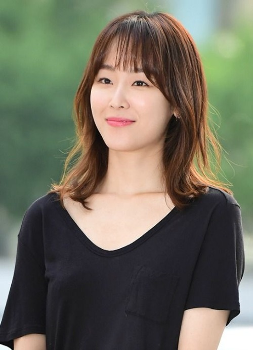 Nữ diễn viên Seo Hyun Jin cũng nổi tiếng là ngôi sao sở hữu làn da trong mơ của nhiều cô gái.