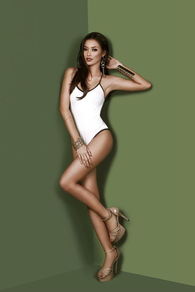 <p> Philippines trong những năm gần đây luôn nổi bật trên đấu trường sắc đẹp quốc tế. Jehza Huelar - đại diện Philippines được kỳ vọng mang về chiếc vương miện thứ hai cho đất nước Đông Nam Á sau thành tích lần đầu đăng quang của người đẹp Mutya Johanna Datul vào năm 2013.</p>