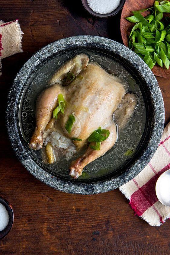 <p> Với hàm lượng dinh dưỡng cao và có công dụng giải nhiệt cơ thể, gà tần sâm chính là lựa chọn hàng đầu cho các tín đồ mê món Hàn trong dịp hè nóng bức.</p>