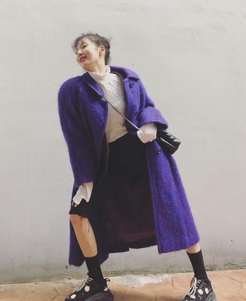 Hyun Ah mặc quần cộc tạo dáng chọc cười các fan.
