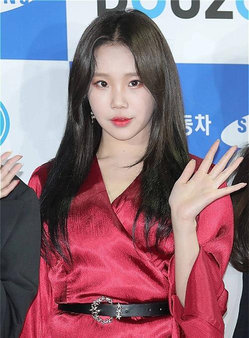 JooE xinh đẹp hơn khi nhuộm tóc đen.