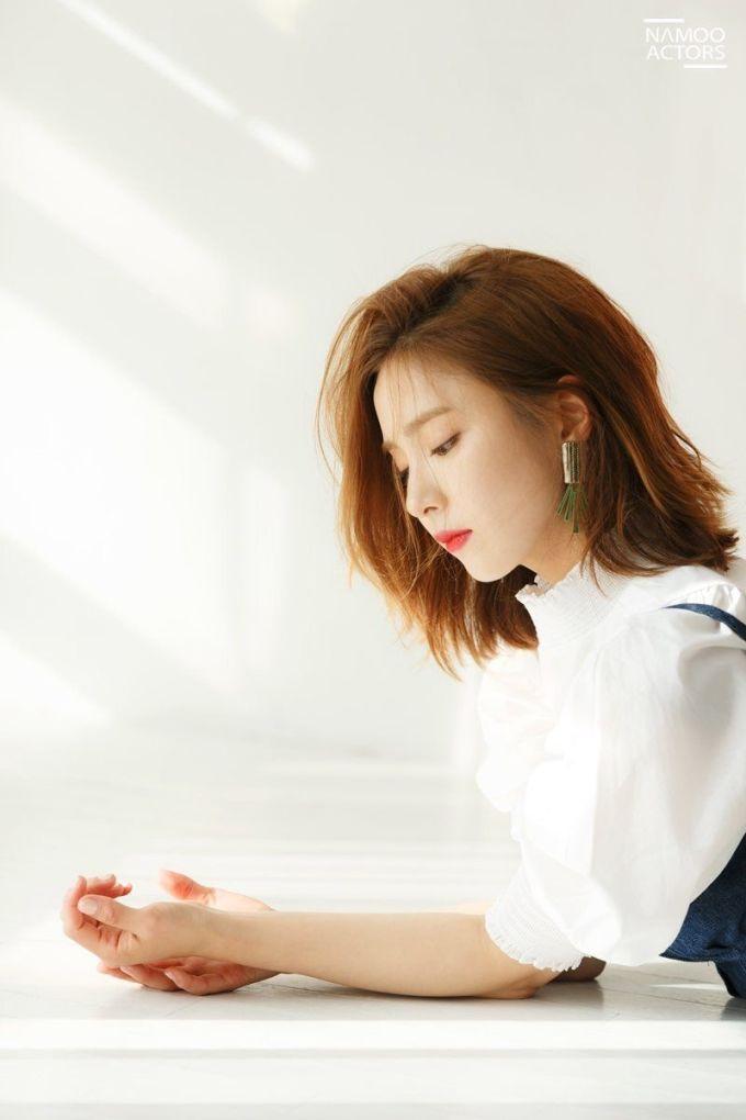 """<p> Shin Se Kyung luôn bị chê về khoản """"diễn đơ"""" nhưng không ai phủ nhận """"góc nghiêng thần thánh"""" của cô nàng.</p>"""