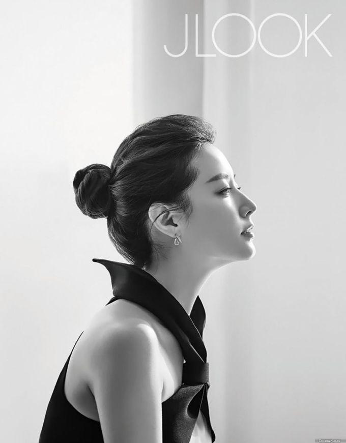 """<p> Góc nghiêng của """"mỹ nhân cổ trang"""" Lee Young Ae cũng được đánh giá là hàng top của làng giải trí xứ Hàn.</p>"""