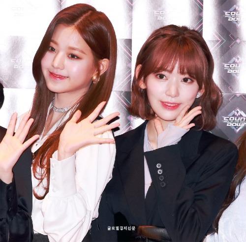 Ngày 15/11, tại buổi ra mắt báo chí trước giờ diễn M!Countdown được tổ chức ở Seoul, các cô gái IZONE đã trở thành tâm điểm chú ý của báo giới.