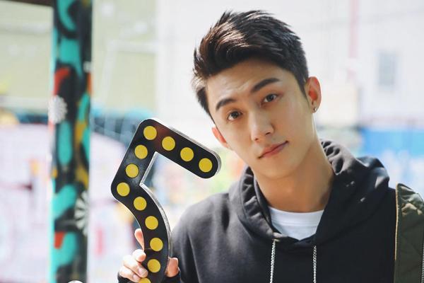 Hoàng Cảnh Du được nhiều fan nữ hâm mộ nhờ vẻ ngoài điển trai, nam tính.