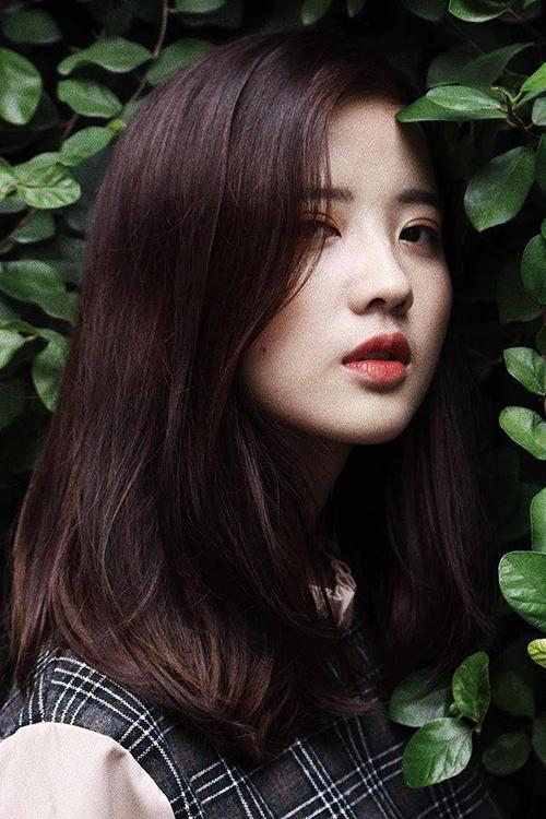 Thuý Đoàn là sinh viên Đại học Ngoại thương, cũng được biết đến là mẫu ảnh tự do. Thuý Đoàn hiện đang là người mẫu chụp hình và livestream cho một số chuỗi cửa hàng thời trang nổi tiếng tại Hà Nội.