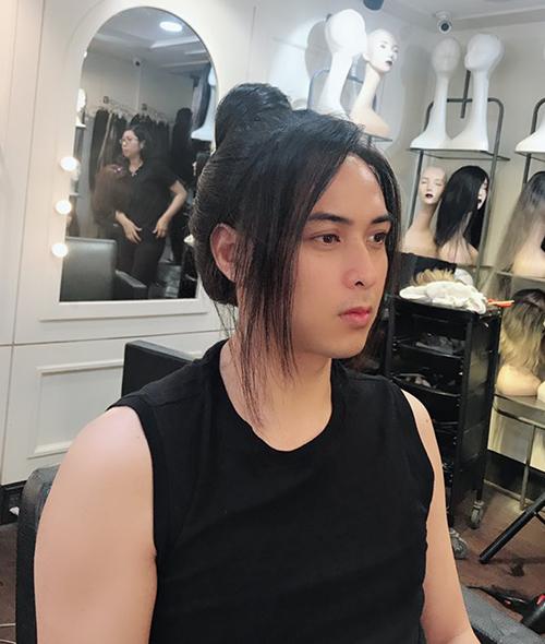 Hồ Quang Hiếu trông đầy lãng tử khi lần đầu thử nghiệm búi tóc dài cổ trang.