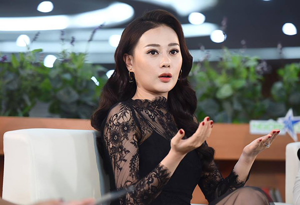 Phương Oanh cho biết cô giờ quen với việcđược gọi là Quỳnh còn hơn cả tên thật. Nữ diễn viên bày tỏ sự nuối tiếc khi bộ phim chỉ còn 2 tập nữa là kết thúc trong khi cô vẫn muốn được đồng hành cùng tác phẩm này dài hơn. Sự đón nhận lớn của khán giả khiến cô rất bất ngờ.